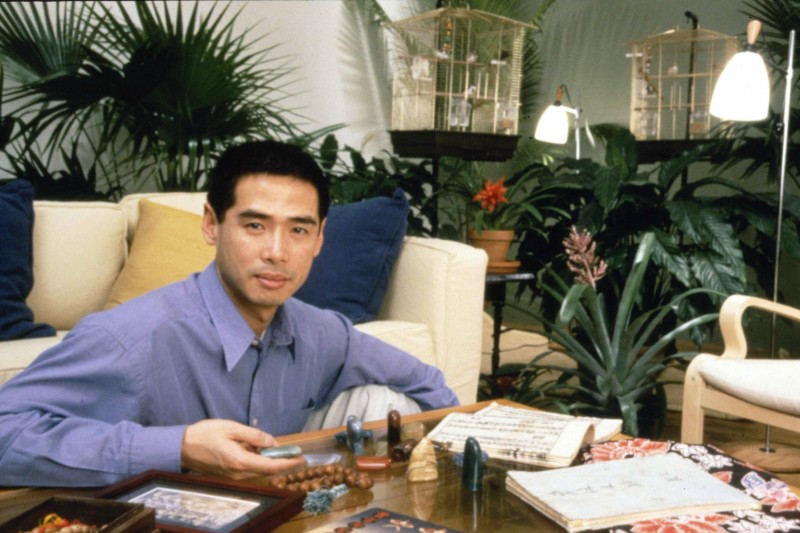 Lee Mingwei, Host in The Living Room Project, 2000.  Photo: Anita Kahn Courtesy of the Isabella Stewart Gardner Museum, Boston