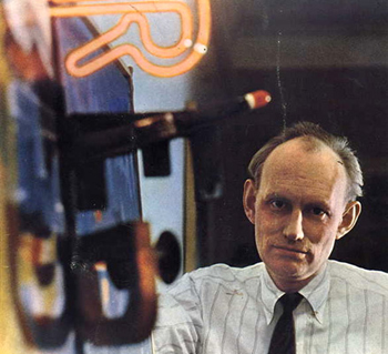 Billy Klüver with the neon letter 'R' he designed for Jasper Johns' Field Painting, 1963-64.
