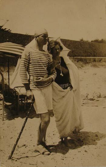 Gerald and Sara Murphy on La Garoupe beach, Antibes, Summer 1926 Photo © Estate of Honoria Murphy Donnelly/Licensed by VAGA, New York, NY