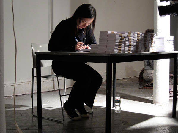 Image from 107,594 performance project by Joanna Tam. Image courtesy of the artist